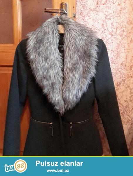 Palto satilir.Ideal veziyyetdedir.Temiz ve seliqelidir...
