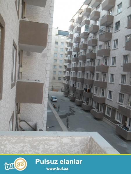 Xırdalan şəhərinin mərkəzində  Kristal Abşeron yaşayış kompleksində yerləşən binada tam təmirli,kupçalı mənzil satılır...