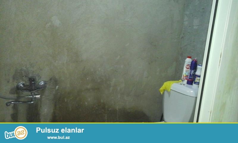 tecili satilir 2ci mertebe orta blokda ev orta temirlidir binada yasayis var qazi isigi suyu daimidir merkezi istilik sistemi kombi senet muqavile