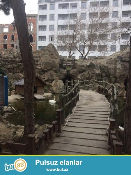 Xırdalan şəhəri AAAF park yaşayış kompleksi parkın girişində inşaa olunan 5 mərtəbli binada qara suvaqlı mənzil satılır...