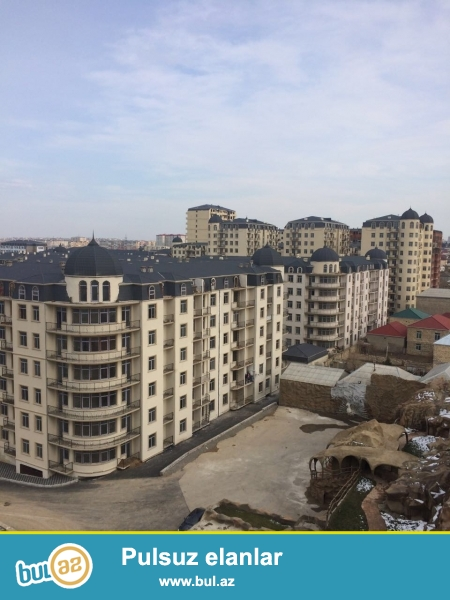 Xırdalan şəhərində yerləşən AAAF park yaşayış kompleksində 11 mərtəbəli binada 77...