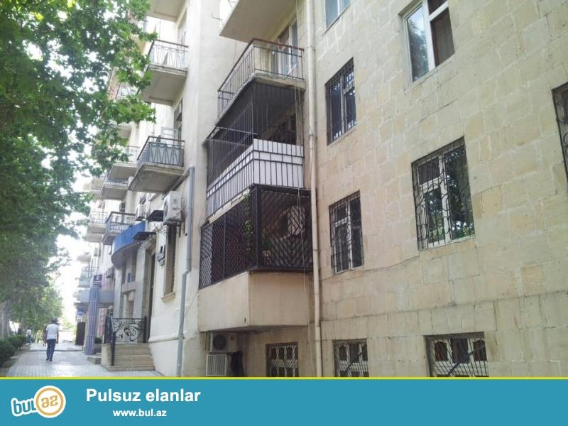 Напротив посольство России, прямо у дороги продается 3-х комнатная квартира, каменный дом, 5/2, общая площадь 70 кв...
