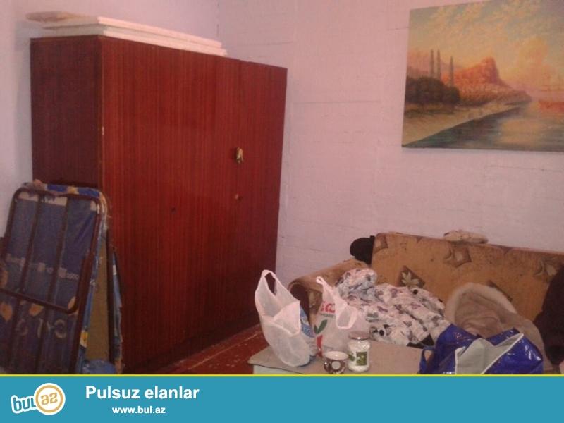 1 otaq ev kiraye verilir butun esyalari var hamam tualeti var qiymet 160 manat unvan Nizami m yani elaqe tel Esmer xanim 055 582 34 80