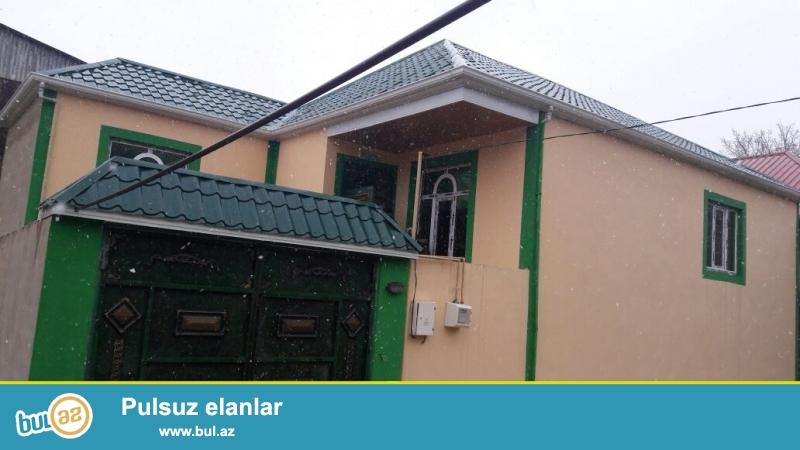 Təcili satılır.Zabrat  qəsəbəsində QAİ nin sağ tərəfində 2 sot torpaq sahəsində qoşa daşıa tikilmiş sahəsi 130 kv mt olan ev satılır...