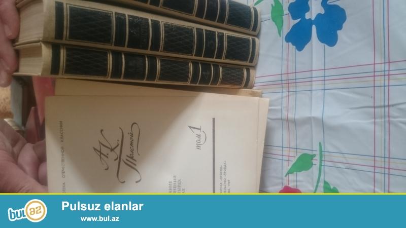 Illeri kohne olan ( 1915 1935 ve s) kitablar satilir 300 e yaxin kitab var qiymetleri razilasariq Hamisi rus taninmis eseleridi coxsu aftoqrofladi