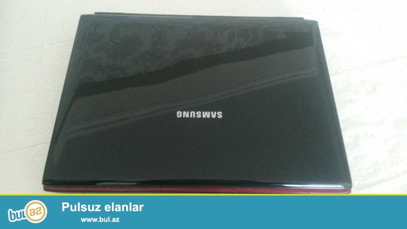 Samsung noutbuku satilir 160 manat. Ram 3. Intel prosessor. Teze format olunub ela isleyir...