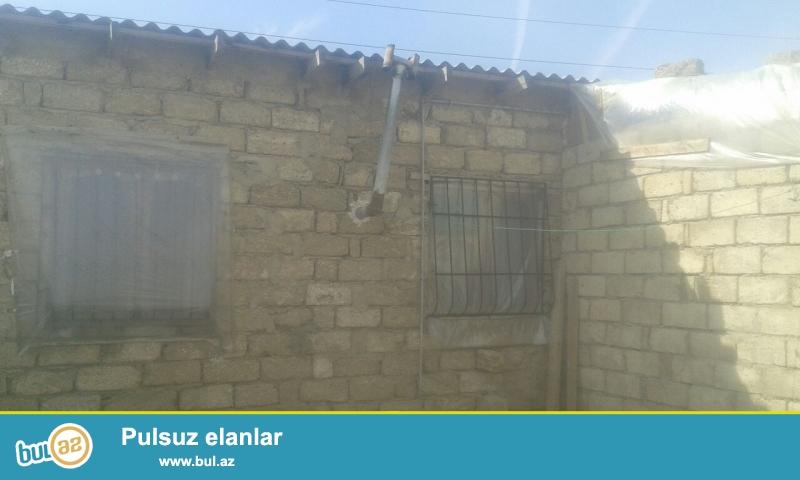 Maştağada Tavaylıq ərazisində yoldan 400 mt içəridə  2 sot torpaq sahəsində 2 otaqlı ev satılır...