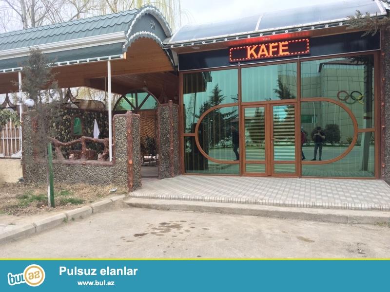 10 sotun içində restoran və 3 otaqlı ev. Evin müstəqil girişi var (kirayə vermək olar)...