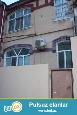 Sabunçu rayonu Zabrat 1 qəsəbəsi, dəmir yoluna yaxın ərazidə, 118 nömrəli marşrut yolunun üstündə, 307 saylı orta məktəbin yaxınlığında, 2 sot torpaq sahəsində, 6 daş kürsülü, 2 mərtəbəli binanın birinci mərtəbəsində, ümumi sahəsi 60 kv.m olan, 3 otaqlı,