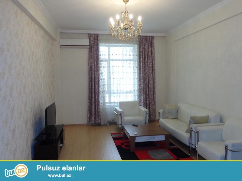 Yasamal rayonu, Hüseyn Cavid pr., 21 mərtəbəli yeni tikili binanın 9-cu mərtəbəsində, 1 otaqlı, təmirli mənzil kirayə verilir...