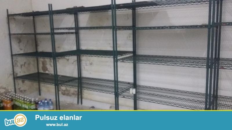 Demirden setka vitrinler satilir.4 metredir 4 polkalidir...