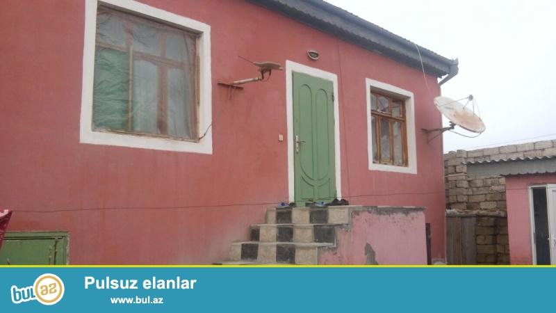 Zabrat 2 qəsəbəsində  ATS yolunda  2 sotda qoşa daşlı,kürsülü,ümumi sahəsi  100 kv mt olan 4 otaqlı ev satılır...