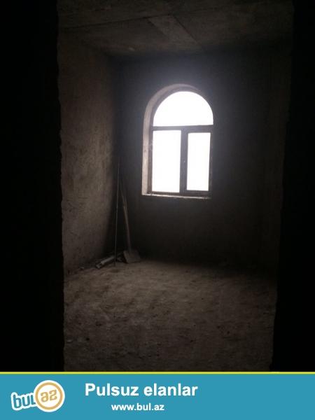 Xırdalan şəhəri AAAF parkın girişində yerləşən 4 mərtəbəli binada 3 otaqlı podmayak şəklində mənzil satılır...