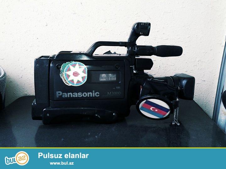 Panasonik m3000 tam normal vəziyyətdə hər şeyi işləyir<br /> Adaptor batarya prajektor var