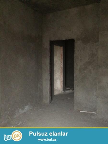 Xırdalan şəhəri AAAF park yaşayış kompleksində təcili olaraq 88kv.m olan podmayak şəklində 3 otaqlı mənzil satılır...