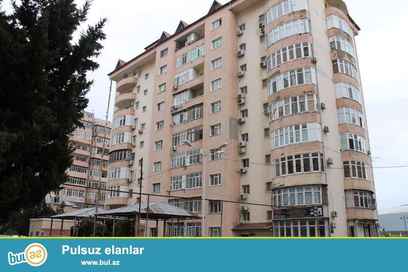 """Satılır  """"Heydər Əliyev Mərkəzi""""-nin yanında  yenitikili binada 3 otaqlı mənzil..."""
