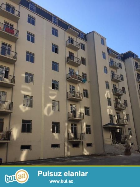 Xırdalan şəhəri AAAF park yaşayış kompleksində yerləşən binada 1 otaqlı mənzil satılır...
