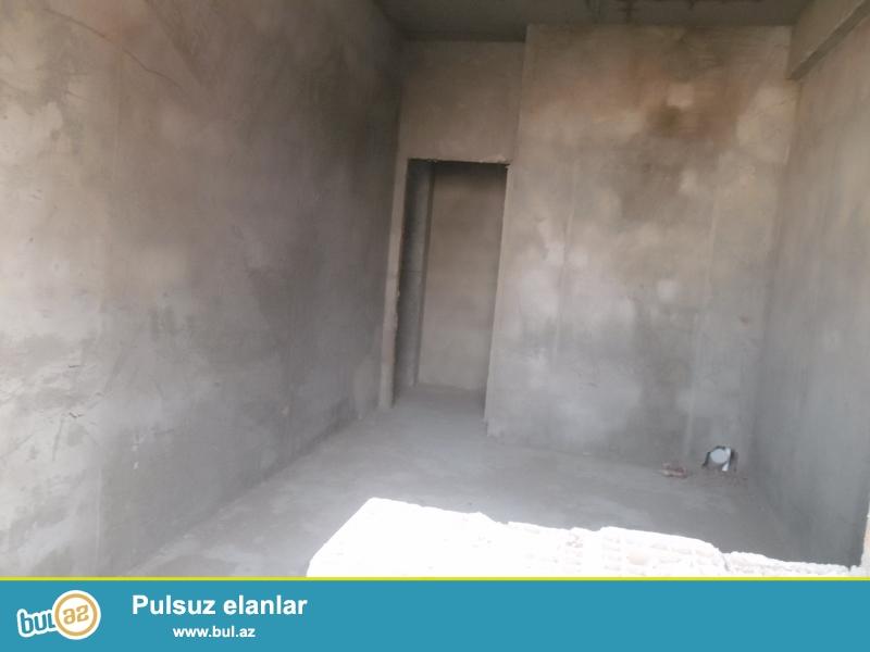 Xırdalan şəhərində AAAF park yaşayış kompleksində 5 mərtəbəli qazlı binada mərtəbəsində ümumi sahəsi 96 kv...