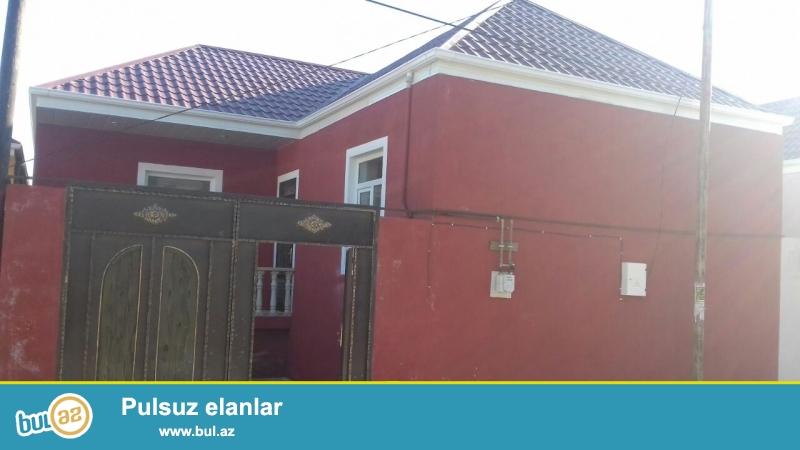 Biləcəri qəsəbəsinin tam mərkəzində 91 saylı maşurut yoluna  yaxın 2 sotda 3 otaqlı  h\t və mətbəxi var...