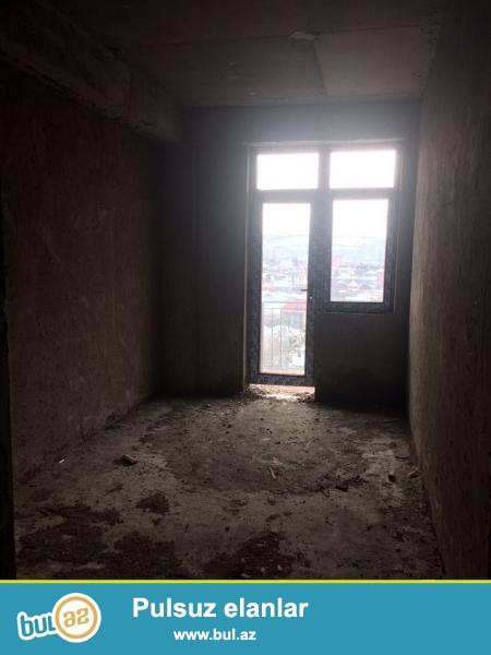 Xırdalan şəhəri AAAF park yaşayış kompleksində yerləşən 11 mərtəbəli binanın 8ci mərtəbəsində podmayak şəklində mənzil satılır...
