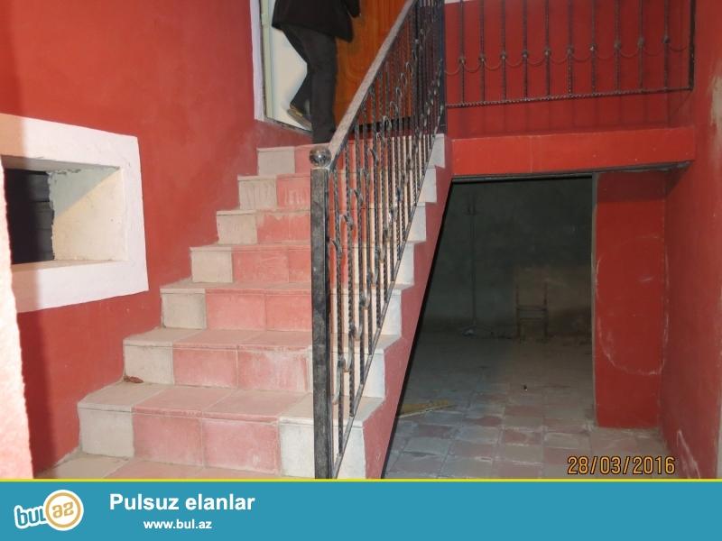 Xirdalanda alti qarajli 3 otaqli ev satilir  Tecili olaraq