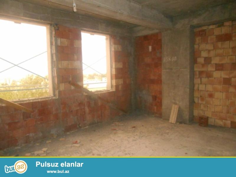 """<br /> Satılır  9 mkr,  """"Tərlan"""" şadlıq sarayının yanında yenitikili binada   1 otaqlı mənzil..."""