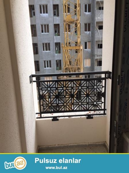 Xırdalan şəhərinin at heykəlinin yanında Kristal Abşeron yaşayış kompleksində yerləşən binada 1 otaqlı,tam təmirli mənzil satılır...