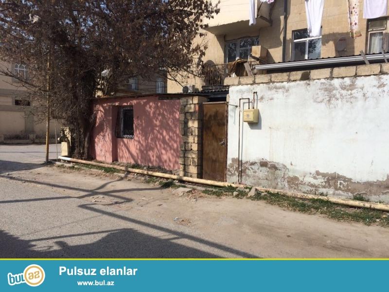 Xırdalan şəhəri dayanacaqdan 30 metr aralıda 1 otaqlı həyət evi satılır...