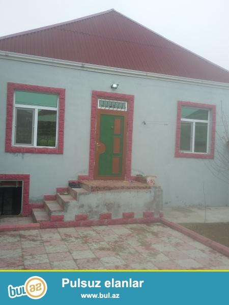 Zabrat 1 qəsəbəsində 198 nöm marşurta 50 mt məsafədə 2 sot tropaq sahəsində qoşa daşlı kürsülü,ümumi sahəsi 90 kv mt olan 3 otaqlı ev satılır...
