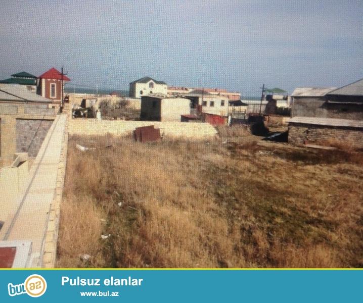 Torpaq novxanıda Kalyon restoranı ıle uzbe-uz yoldan 30-40 m Aralıda yerlesır...