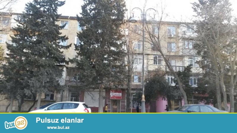 Zerdabi prospektinde, Eksperimentalni xestananin yaxinligina, kecmis Sahdag restoraninin yaninda das binada 3 otagli ev satilir...