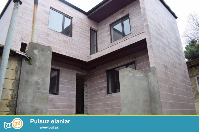 4 otaqli heyet evi yola yaxin merkezde mektebe 3 deqiqelik