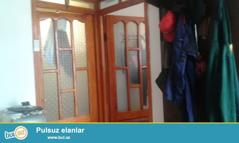 tecili satilir  Xirdalanda H Eliyev kucesinden 300metir icerde ev orta temirli isigi qazi suyu daimidir diger senedleri var
