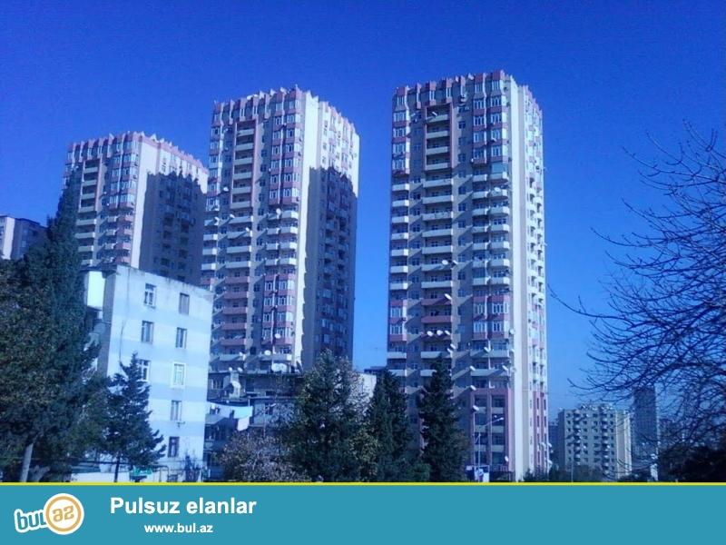 На проспекте Матбуат, в комплексе «3 корона» продается 2-х комнатная квартира, в полностью заселённой новостройке с ГАЗом, 22/8, общая площадь 110 кв...