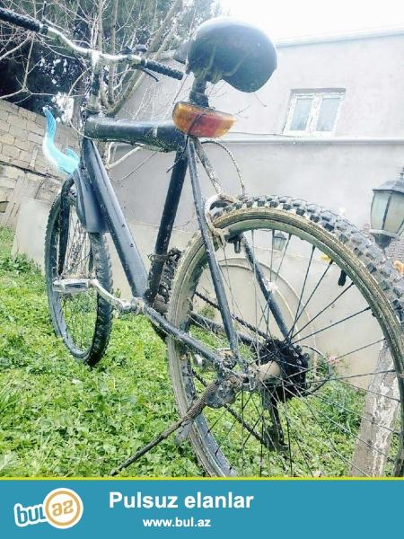 Skorsnoy velosiped satilir velosipetde arxa qabax spunnikleri var super çəkr (gedr) arxa tormuz tam tutur stop iwiqi var troslari yeni yağlanib ve...