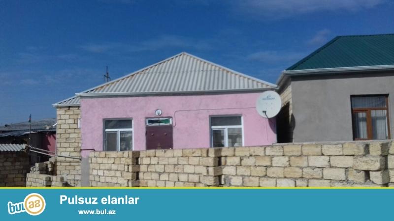 Biləcəri qəsəbəsinin tam mərkəzində 91.92 saylı maşurut yoluna yaxın 2 sotda 3 otaqlı  h\t və mətbəxi var...