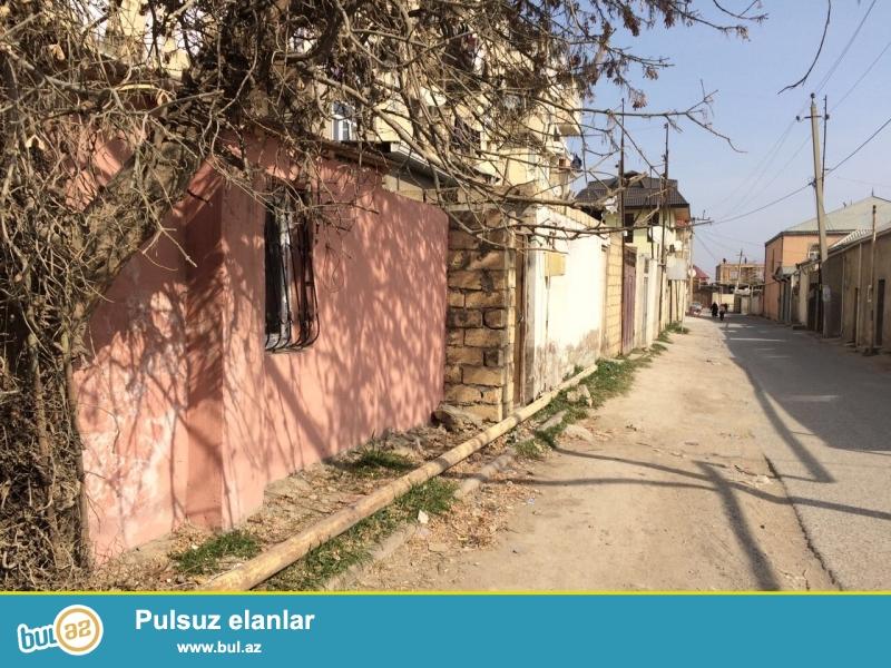 Xırdalan şəhəri köhnə bazarın yaxınlığında 1 otaqlı həyət evi satılr...