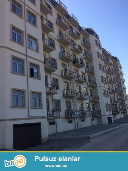 Xırdalan şəhərində AAAF parkda yerləşən 7 mərtəbəli binada ümumi sahəsi 50 kv...