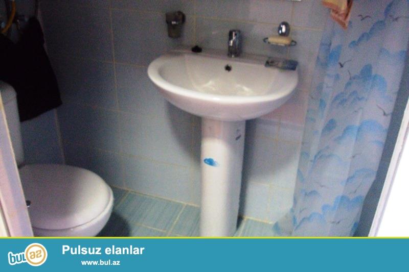 Şəhərin mərkəzi, 28 May metrosuna yaxın, S.Vurğun bağına yaxın  1 mərtəbəli 2otaqli  həyət evi...