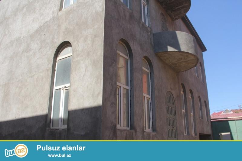 Очень  срочно  в посёлке Хези Асланово рядом с памятник продаётся 3-х этажный,4-х комнатный  частный дом, площадью 375 квадрат, расположенный на 4  сотках приватизированного земельного участка ...