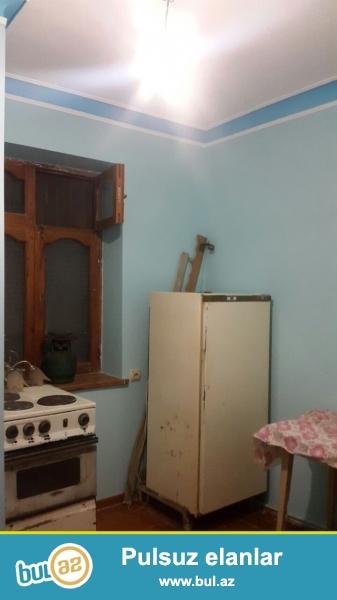 Tecili Nizami rayonu 8 ci km de Nazli sadliq sarayinin yaninda 7 mertebeli binanin 6 ci mertebesinde ,umumi sahesi 40 kv ollan ½ ye peredelka olan 2 otaqli ev satilir ...