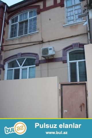 Sabunçu rayonu Zabrat 1 qəsəbəsi, dəmir yoluna yaxın ərazidə, 118 nömrəli marşrut yolunun üstündə, 307 saylı orta məktəbin yaxınlığında, 2 sot torpaq sahəsində, 6 daş kürsülü, 2 mərtəbəli binanın birinci mərtəbəsində, ümumi sahəsi 60 kv...