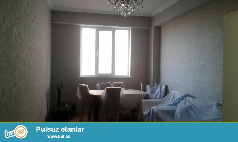 Xırdalan şəhərinin mərkəzində inşaa olunmuş Kristal Abşeron yaşayış kompleksində yerləşən binada 2 otaqlı,kupçalı mənzil satılır...