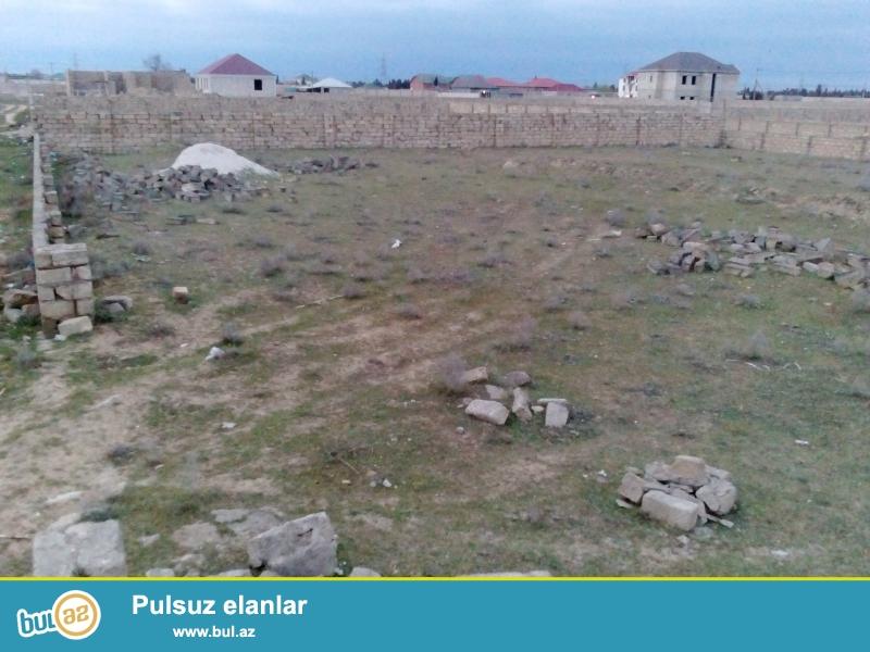 Xəzər rayonu Qala qəsəbəsində Qala-Şüvəlan yoluna 500 metr yaxın ərazidə torpaq sahəsi satılır...