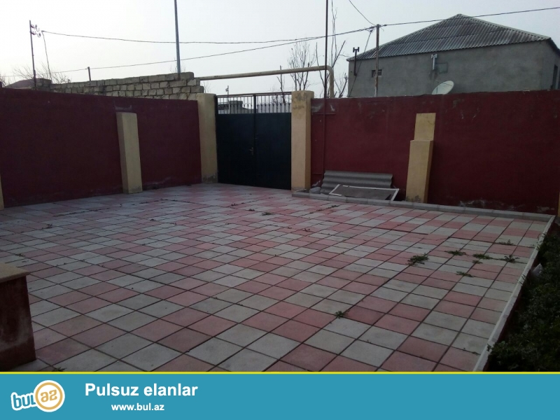 Sabunçu rayonu Ramana qəsəbəsi Gulculukde Dispecire yaxın evin 50 metrliyindən marsurut isləyir...
