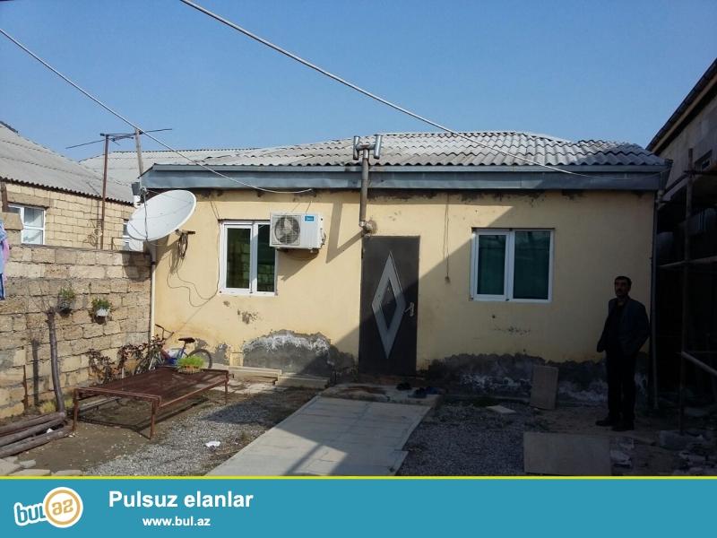 Zabrat 1 qəsəbəsində  198 nöm marşurut yolunun üstündə 2 sot torpaq sahəsində  4 daş kürsüdə,ümum sahəsi 90 kv mt olan 4 otaqlı ev satılır...