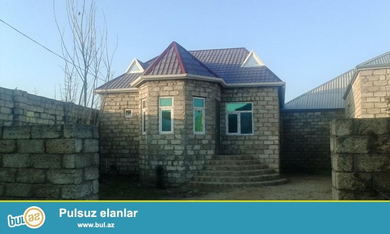 Maştağada Firat mebelin arxasında yoldan 500mt məsafədə 2 sot torpaqda qoşa daşlı 5 daş kürsülü sahəsi 70 kv mt olan 2 otaqlı ev satılır...