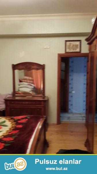 Bakı şəhəri Binəqədi rayonu 9-cu mikrorayonda ev satılır.Təmirli (iki-üçə düzəlmə),kupçası var...