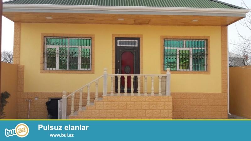 Zabrat 1 qəsəbəsi 198 nöm marşuruta 30 mt məsafədə 2 sot tropaq sahəsində  qoşa daşlı,kürsülü,ümumi sahəsi 130 kv mt olan 4 otaqlı ev satılır...