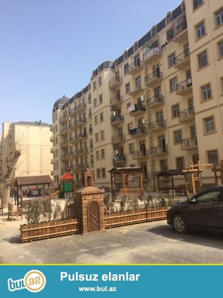 Xırdalan şəhərində,AAAF park yaşayış kompleksində 7 mərtəbəli binanın 3-cü mərtəbəsində ümumi sahəsi 89 kv...